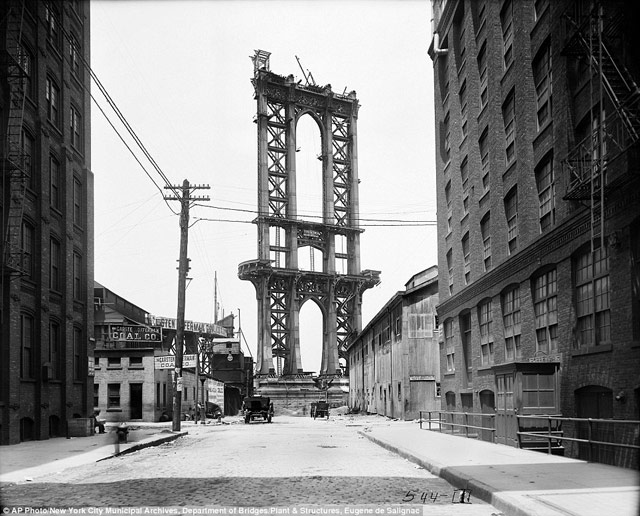 Massive collection of old NYC photos put online