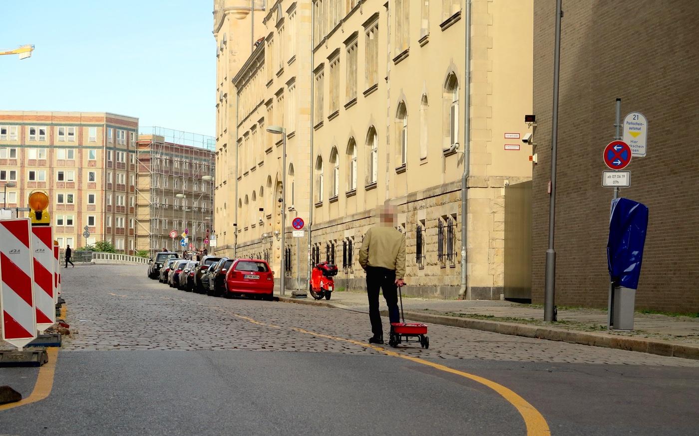 red-handcart-1400.jpg